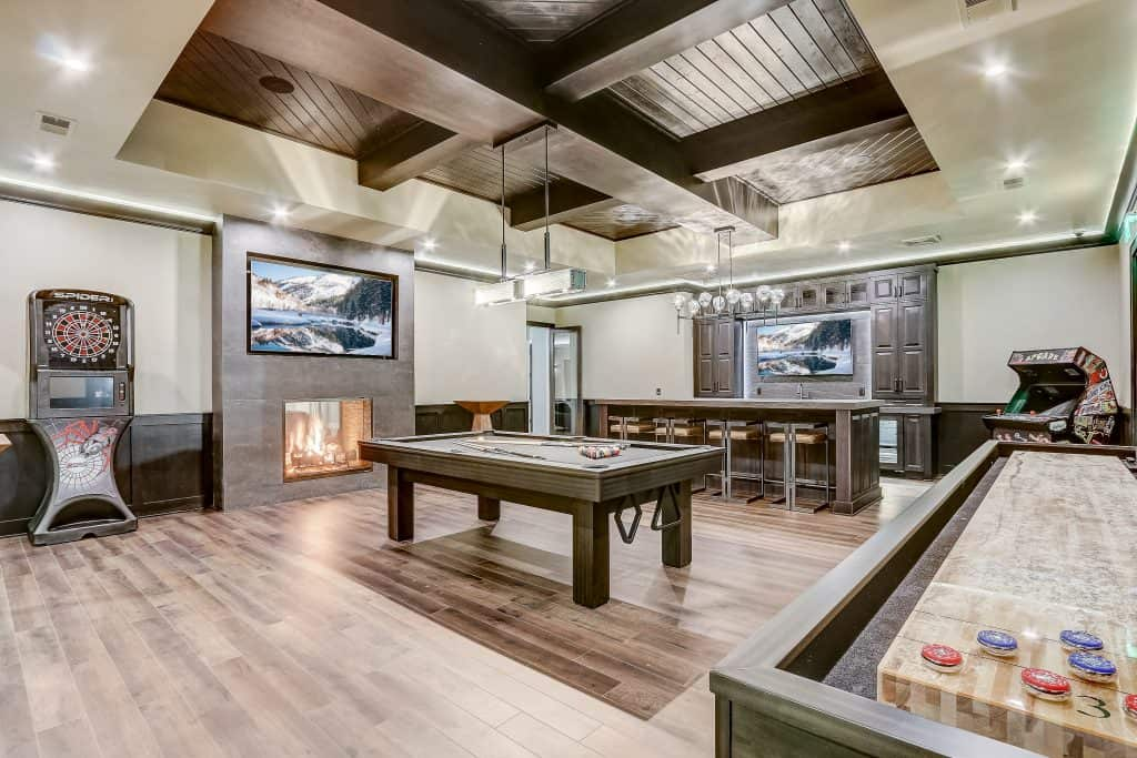 Lannon condos with game room